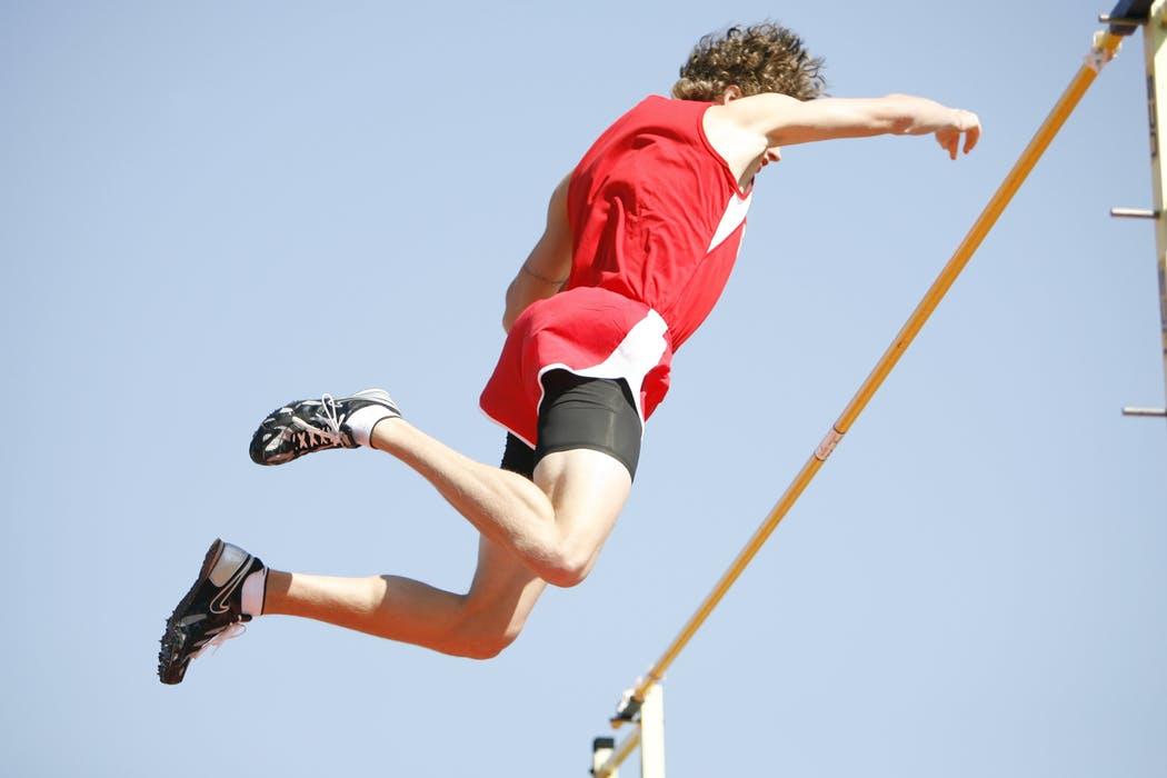 走り高跳びのコツと効果的な練習法