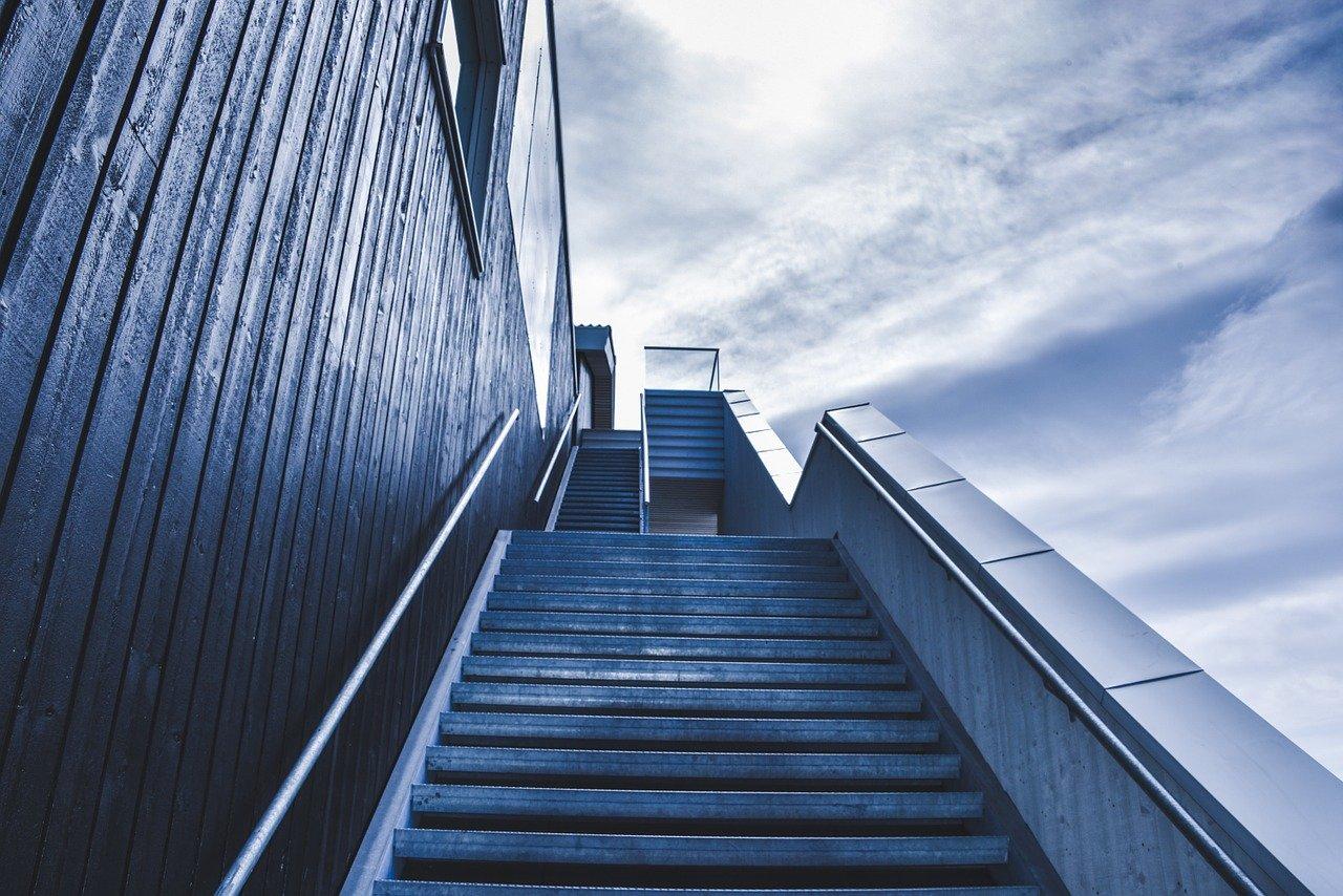 【階段ダイエット】の効果と痩せる方法