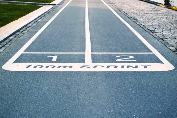 陸上競技【100m】の走り方と練習メニューを解説