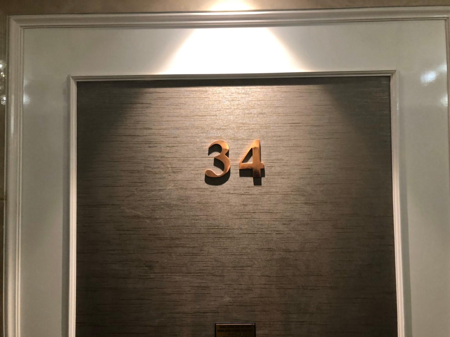 ザレヴェリーサイゴン 部屋の扉