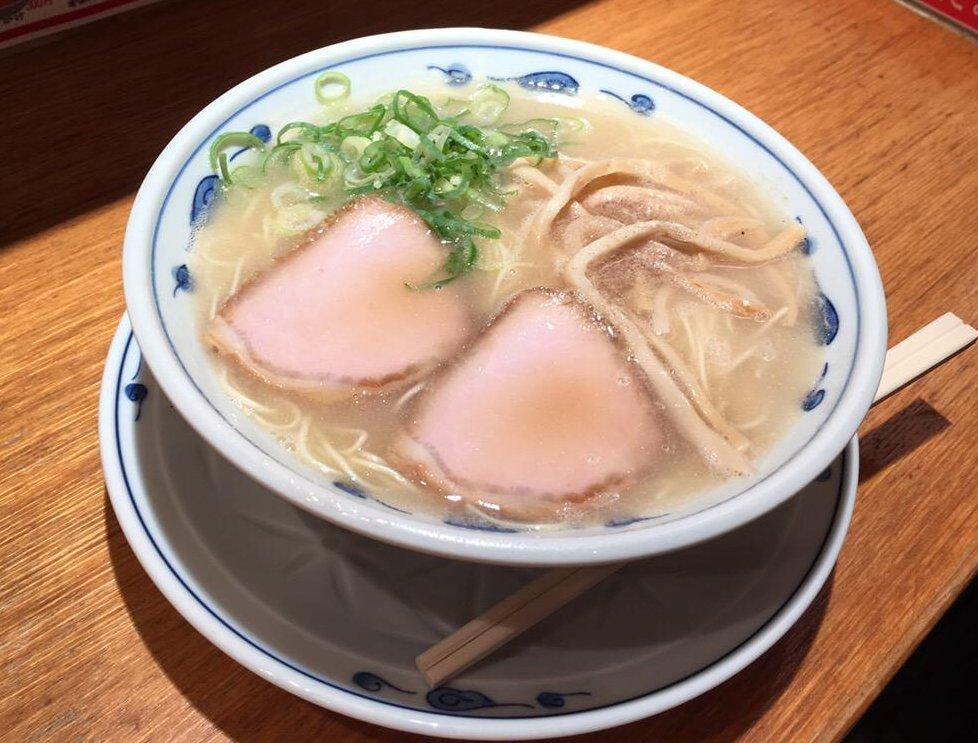 今渋谷で話題の【らあめん渋英】で食べた豚骨ラーメンが絶品でした!
