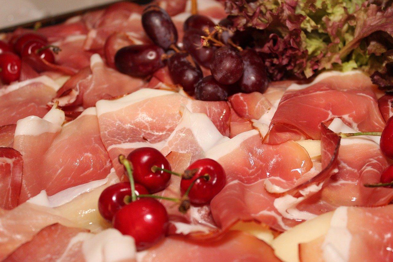 生ハムのカロリーや糖質、ダイエット中に食べたら太るのかなどご紹介!