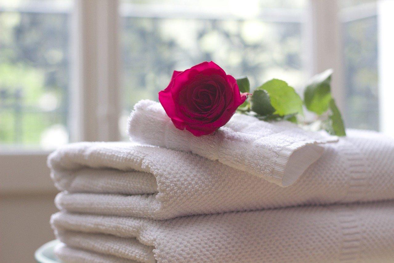 蒸しタオルの作り方とは?レンジで簡単ホットタオル♪目や毛穴のケアにも有効的!